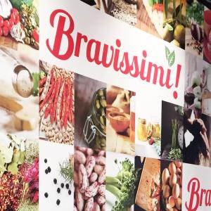 BRAVISSIMI- carta da parati- 010-bravissimi-manchester-design parete bar