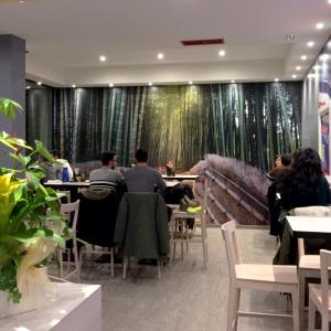 azuki-sushi-arredo-sala-ristorante