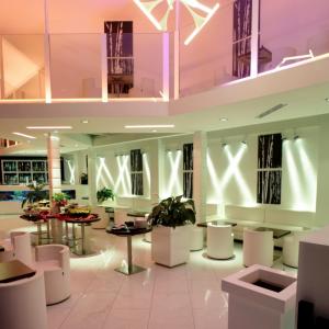 blanco-lounge-bar-colori-chiaro