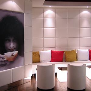 caffe-pascucci-shop-divanetto-similpelle-bianco
