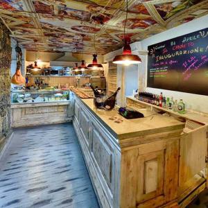 il canneto-arredo-banco-wine-bar