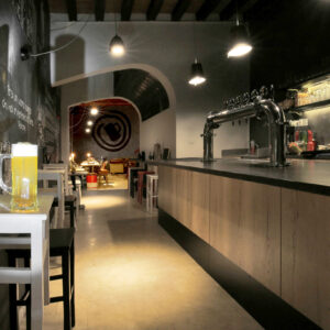 labeerinto-interior-design-brew-pub-banco-bar-spillatrici
