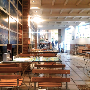 pistacchio-progetto-pasticceria-sala-degustazione-tavoli