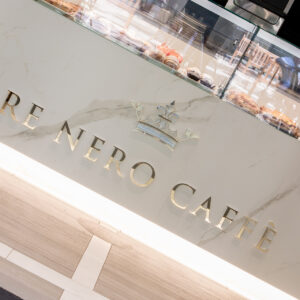 re-nero-caffe-marcianise-logo-banco-marmo-min