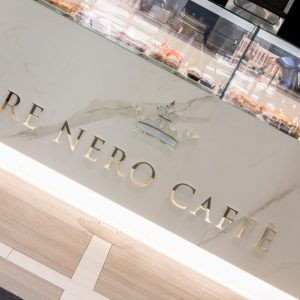 re-nero-caffe-marcianise-logo-banco-marmo