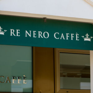 re-nero-caffe-marcianise-outdoor-ingresso-min