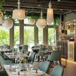 saporis-interior-design-sala-ristorante-verde-vetrate