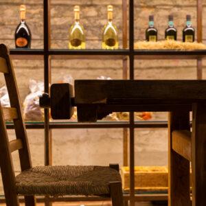 tramvia-arredo-ristorante-legno-mattoni-a-vista