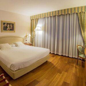 globus-city-hotel-best-western-arredo-camera