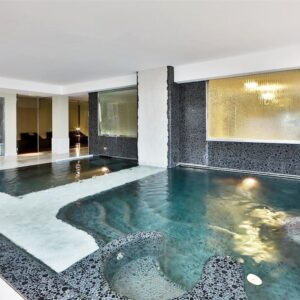 globus-city-hotel-best-western-pool