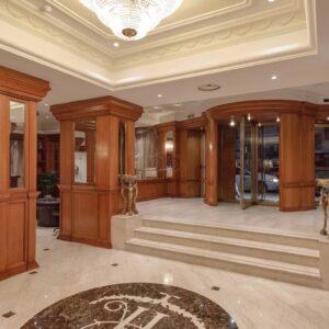 grand-hotel-ritz-roma-hall-legno-classico