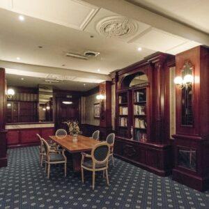 grand-hotel-ritz-roma-hall-legno-meeting-room